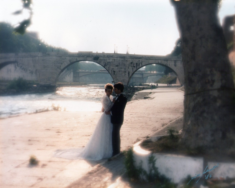 WeddingPhotoUnderBridge